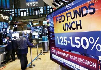 [투자전략] 달러자산 늘리고 등락 위험 견제하라