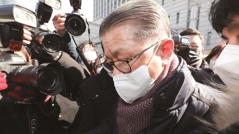 [Weekly CEO] 최신원 SK네트웍스 회장, '회장님 구속에 계열사 불똥'